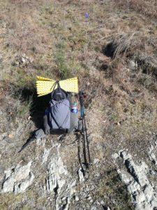 De gepakte rugzak wordt ter voorbereiding getest op de trail.