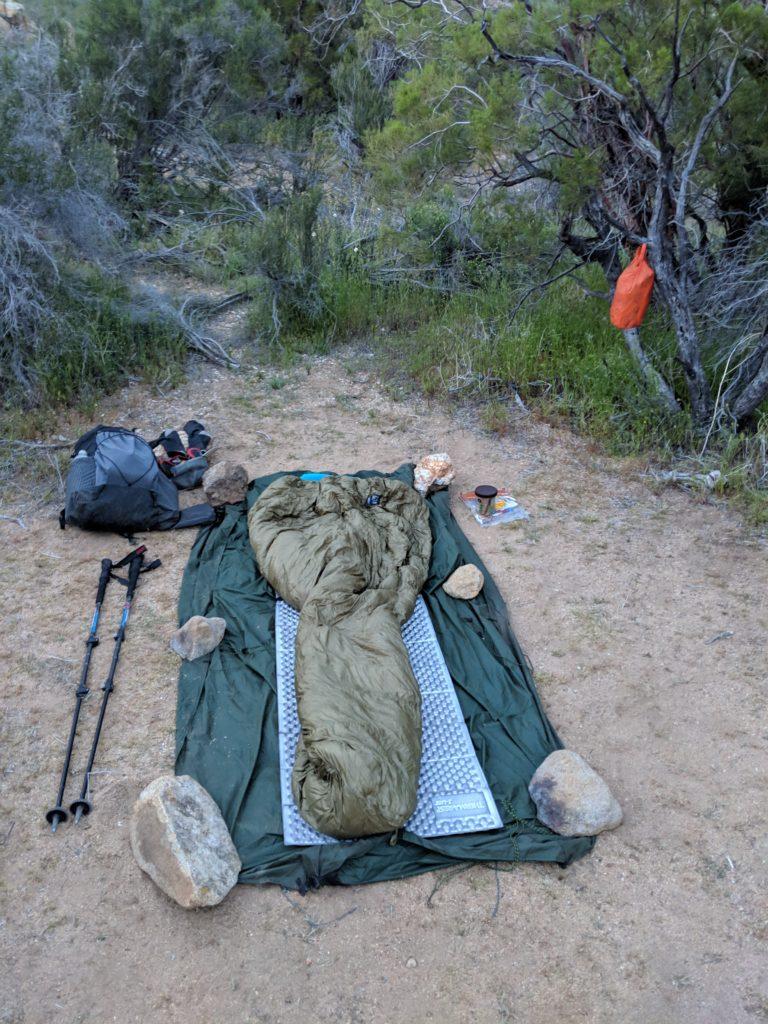 De Pacific Crest Trail uitrusting voor cowboy-camping  vóór de Tyvek