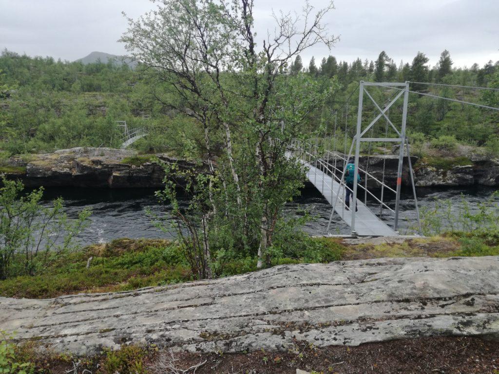 De dubbele brugpassage net over de helft van de Kungsleden